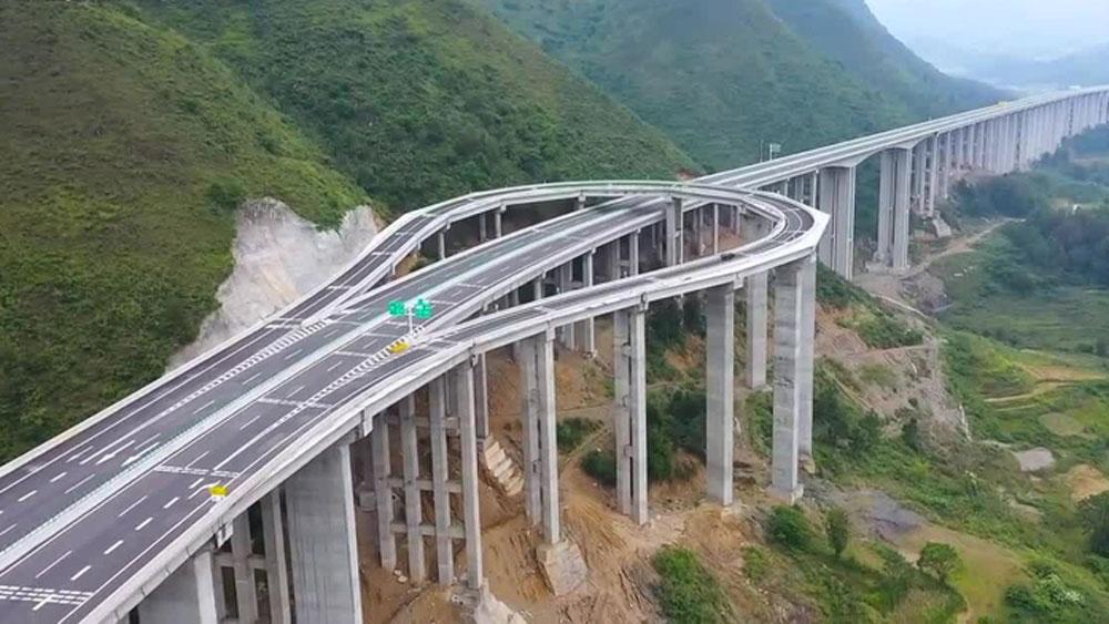 Thiết kế lạ giúp ôtô quay đầu giữa cao tốc